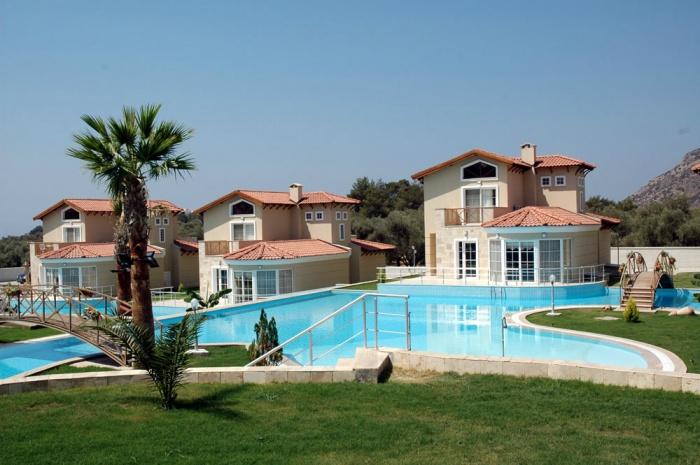 Kusadasi-4 bedroomed luxury detached villa with 1300 sqm pool